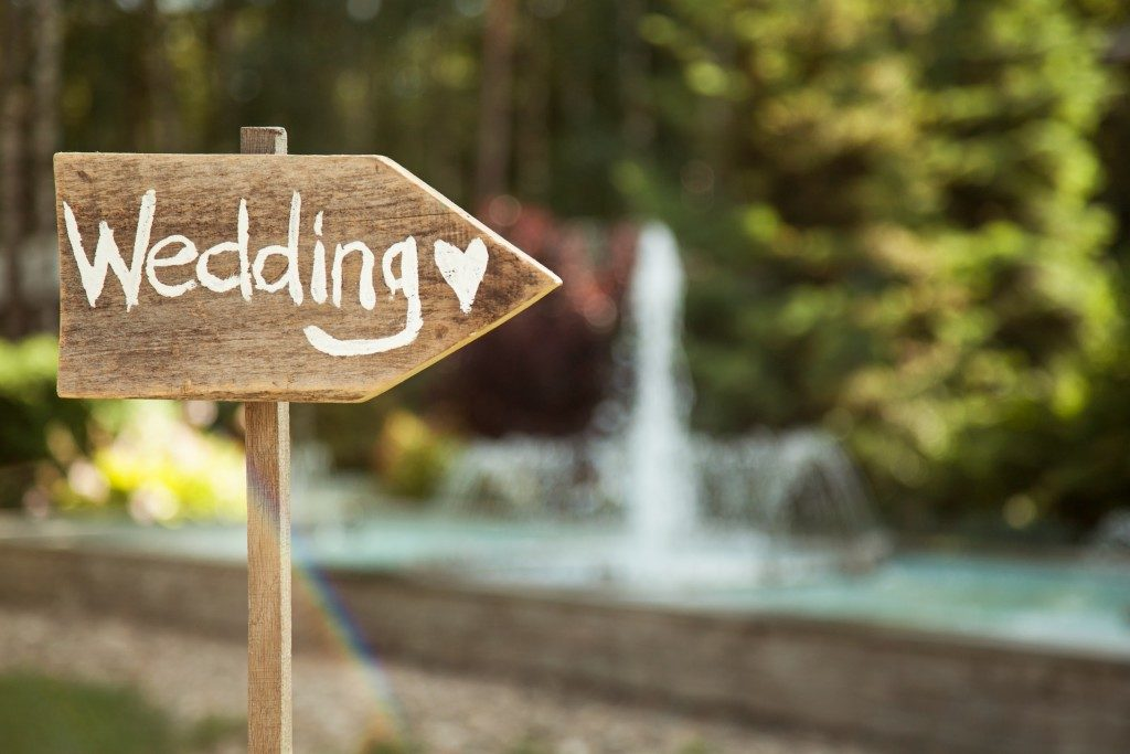 Wooden wedding decor