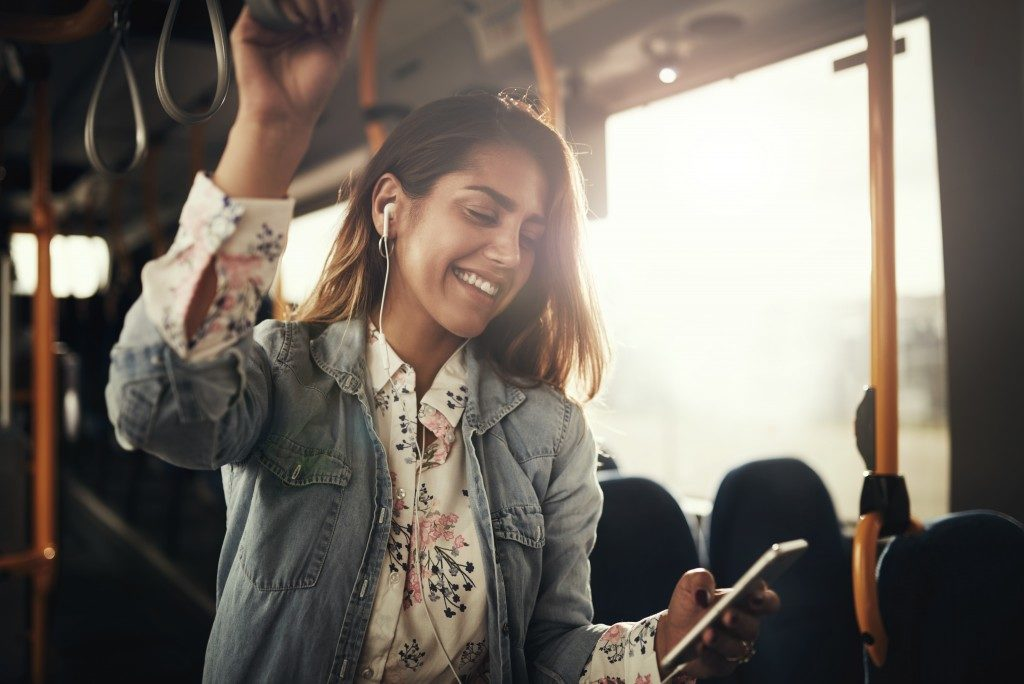 woman listening to music on her commute